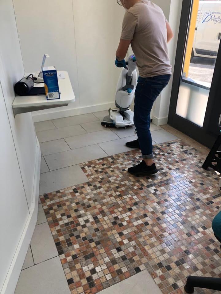 pulizia con macchinari