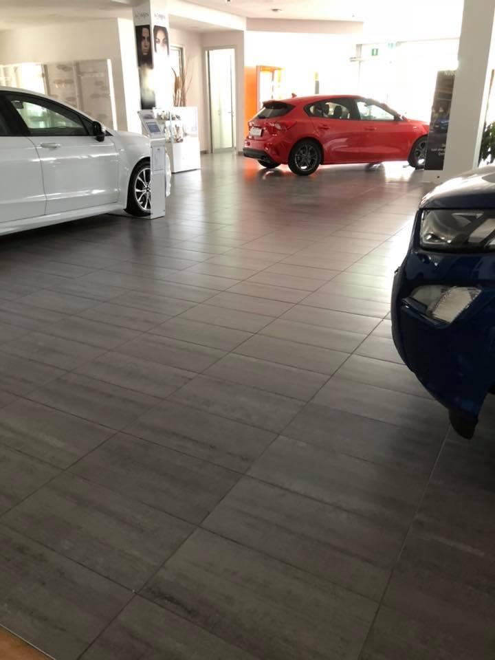 lucidatura pavimenti autosalone