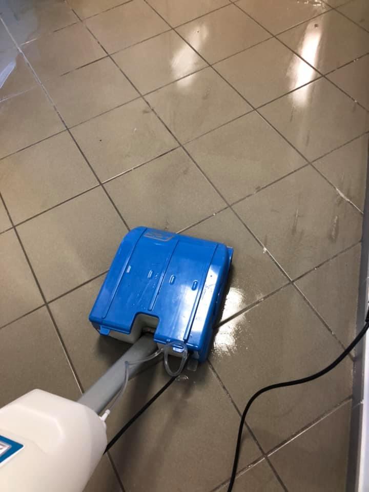 pulizia pavimentazione con macchinari