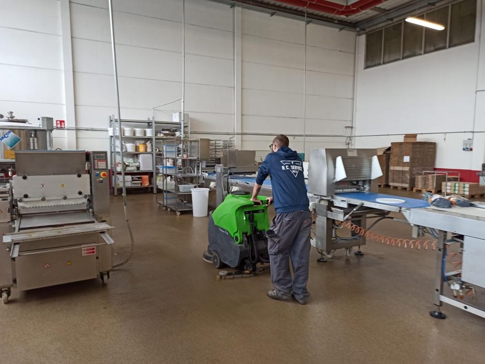 lavaggio pavimenti capannoni livorno