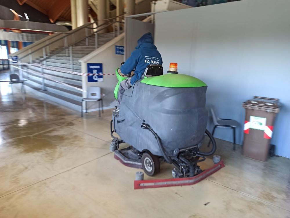 lavaggio pavimenti impianto sportivo livorno