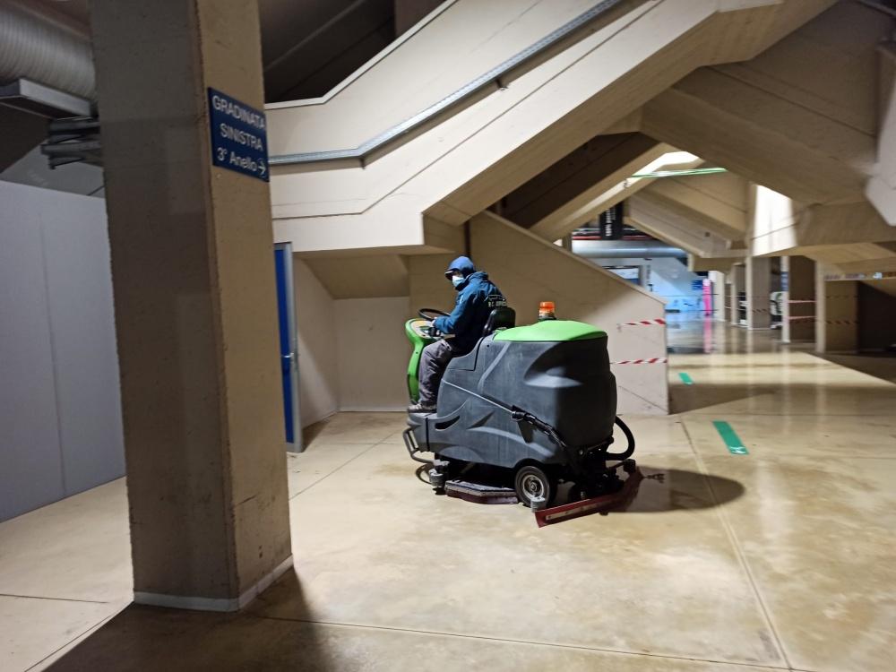 pulizia pavimento impianto sportivo lavaeaciuga livorno